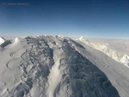 Zdjęcie Adama Bieleckiego ze szczytu Gasherberuma I