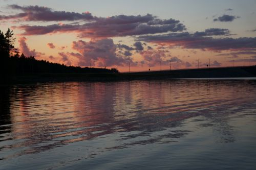 Zachód nad jeziorkiem Fin