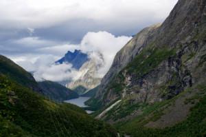 Linie wysokiego napięcia w górach