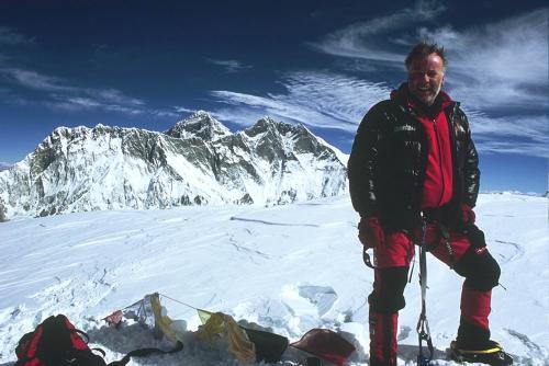 Artur Hajzer na szczycie Ama Dablam 2008 , z arch. Artura Hajzera