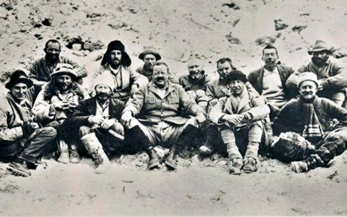Członkowie nieudanej ekspedycji na Everest z 1922 roku (wśród nich Mallory)