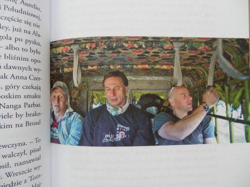 Od lewej: Krzysztof Tasrasewicz, Jacek Berbeka i Jacek Jawień w jeepie do Askole